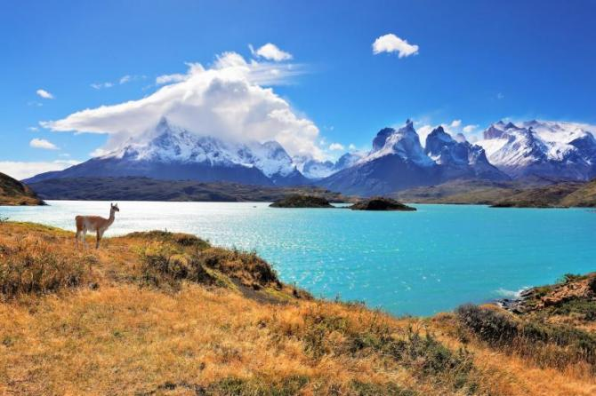 chile-national-park-torres-del-paine-lake-pehoe-landscape