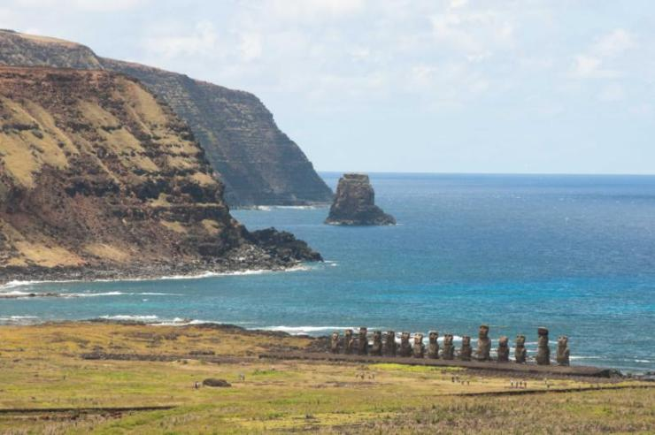 chile_easter_island_view_shutterstock3