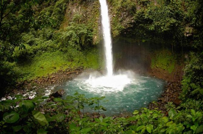 costa-rica-arenal-la-fortuna-waterfall-and-pool_0