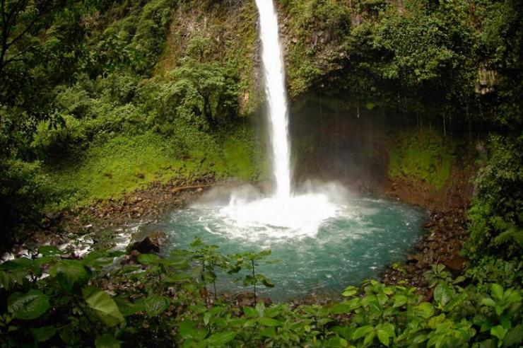 costa-rica-arenal-la-fortuna-waterfall-and-pool_0