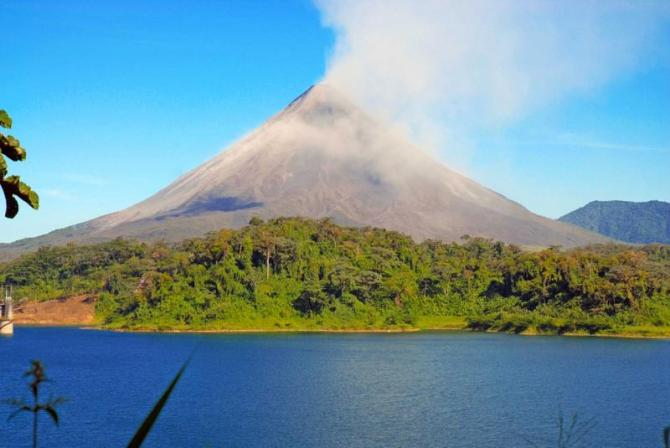 costa-rica-arenal-volcano-lake-full_0