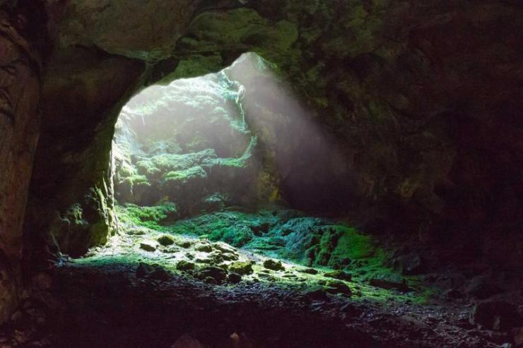 costa_rica_entrance_to_a_cave