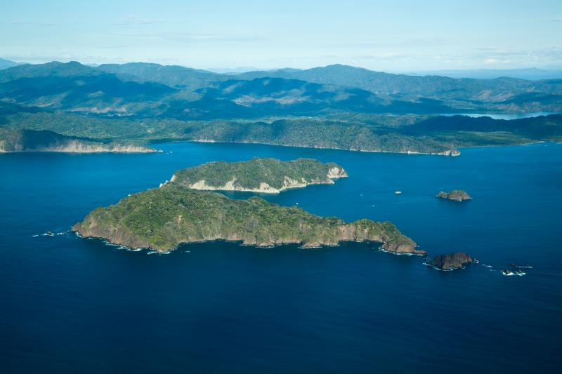 costa_rica_gulf_of_nicoya_ariel_view_of_blue_ocean_water_and_tortugas_islands
