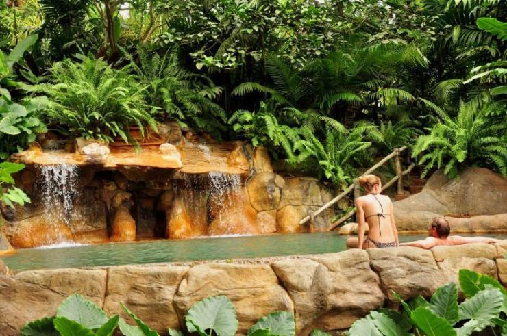 costa_rica_hot_springs_with_couple_0
