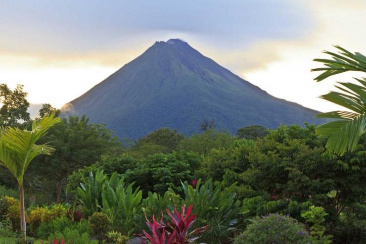 costa_rica_la_fortuna_tour_lush_garden_with_arenal_volcano_0