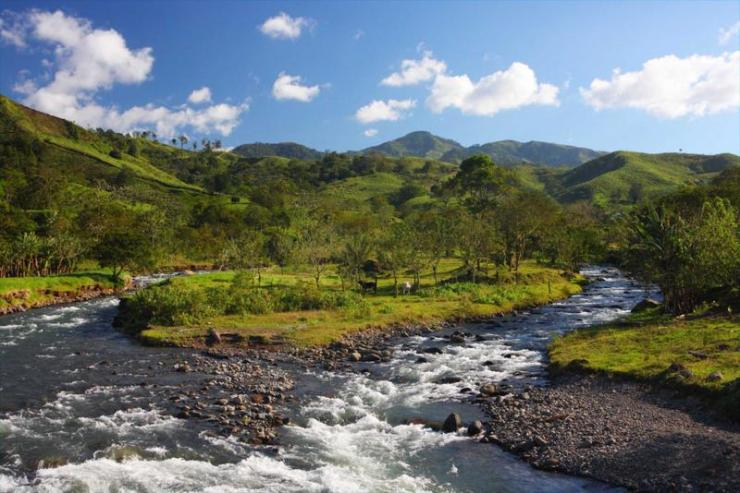 costa_rica_monteverde_tour_mountain_landscape_and_river_0