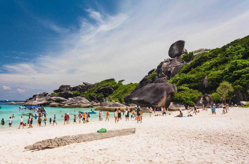 thailand_phuket_warm_and_clear_ocean_at_similan_island-e