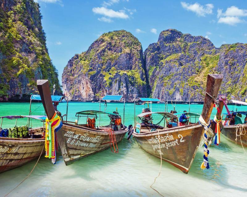 thailand_view_of_maya_bay_phi_phi_island_boats