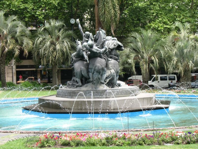 uruguay_montevideo_tour_fountain